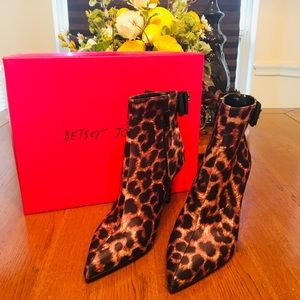 🐆 BETSY JOHNSON Heeled Ankle Boots 🐆